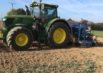 Maisernte, Maishcksler in Aktion, Erntewagen mit Traktor